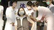 幫總統打疫苗...「最美護理師」曝光! 爆蘇揆、阿中也是她接種