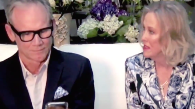 "Golden Globes Twitter Is Losing It Over Catherine O'Hara and Her Husband's ""Awkward"" Moment"