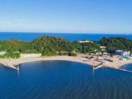 旅客質疑趁長假期宰客 沙灘餐桌膠椅需額外付費