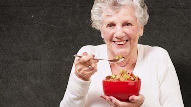 疫情帶動健康老齡化市場持續擴大!熱飲和零食也搶攻銀髮商機