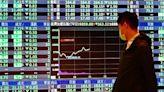 台股重摔350點 三大法人賣超426.81億元 外資狂倒貨大砍354億元 | Anue鉅亨 - 台股盤勢