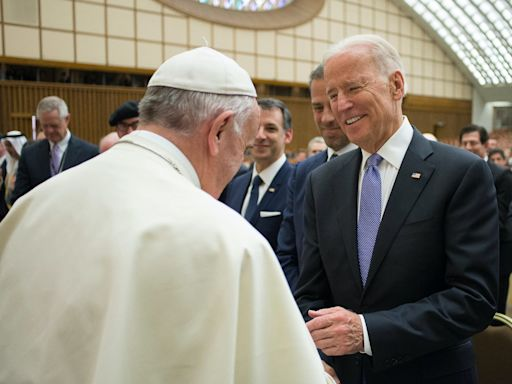 US bishops set collision course with Vatican over plan to press Biden not to take Communion