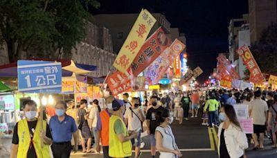 嘉義文化路夜市人潮擠爆 市府持續宣導防疫