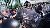阻止入境前往美國 墨西哥軍警與2500宏都拉斯移民爆衝突