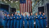 【重返月球】聚集海空軍與學界菁英 美「阿提米絲計畫」首批13名太空人畢業