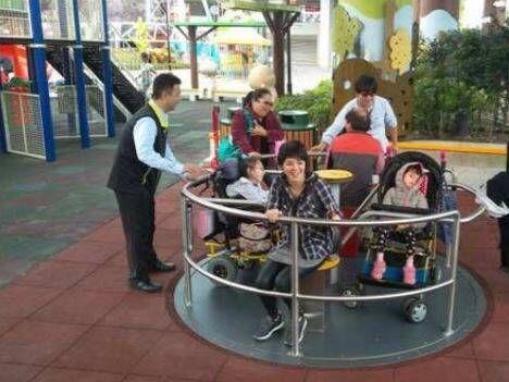 兒童新樂園報廢共融式遊具旋轉盤 議員要求保障身障孩童權利