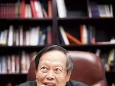 清華多位教授眼中的楊振寧:一個不傲慢的天才,晚年和妻子用鏡頭記錄生活