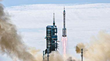 中國人首駐中國太空站 - 東方日報