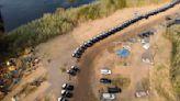 圍牆擋不住! 德州警察用巡邏車組建「鋼鐵屏障」 阻止非法移民進入   國際   新頭殼 Newtalk