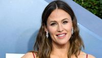 Jennifer Garner stuns fans with rare family photo with lookalike sisters