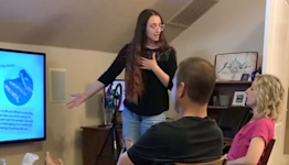 Woman uses meme presentation to tell parents she's a stripper in viral TikTok