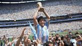 Murió Diego Maradona. El mejor artista con la pelota y el más sensible para conectar con la fibra íntima del hincha