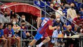 La infanta Cristina e Iñaki Urdangarin asisten orgullosos al debut de su hijo Pablo como jugador del Barcelona