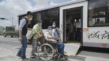 長者接種疫苗超有感 大台南公車投入接駁服務