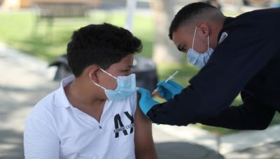 美疫苗強制令 醫護拒打辭職 企業加收保險 促打奏效