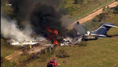 All passengers safe after private plane crashes in Texas