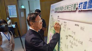 林明溱帶領與會代表共同簽署九項觀光宣言