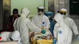 桃園醫院群聚累計增至10例》病患、家屬逐一清空 化學兵、檢疫人員嚴陣以待