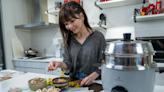 【有影】防疫在家吃好料!一只電鍋 輕鬆搞定冷凍調理包 | 蕃新聞
