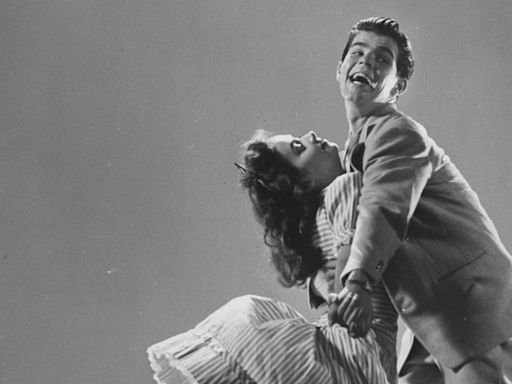 VE Day to be celebrated as English Heritage tells people how to do the Lindy Hop in lock down