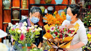 佳節快樂/今年母親節寵媽經濟旺場\大公報記者 江鑫嫻北京報道
