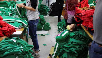 魷魚遊戲救了南韓成衣業 萬聖節訂單飆升6000件兒童運動服趕工中 白布鞋銷量飆78倍