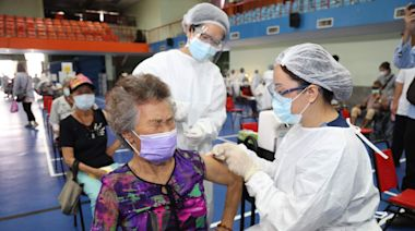 嘉義縣85歲以上長者AZ疫苗開打 嘉義市下修到83歲