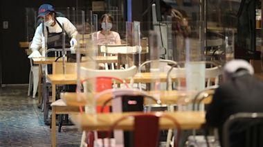 高雄開放餐廳內用 須設3面隔板保持距離[影]
