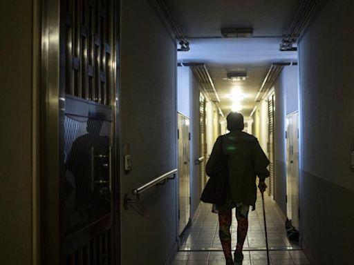 青衣公屋長者「孤獨死」個案頻生 議員:臭咗先有鄰居發現