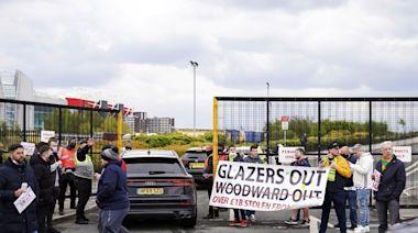 不滿東主格拉沙 英超曼聯球迷對利物浦賽前闖入奧脫福 - RTHK