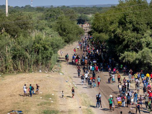美國周日起大規模遣返德州邊境非法移民
