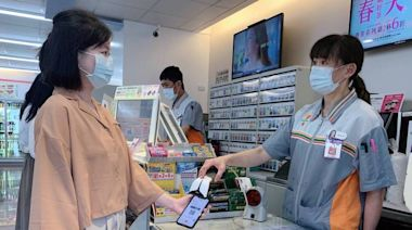 客人憂被傳染錢用丟的 超商店員心酸曝「被當作武肺病毒」
