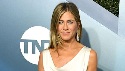 Jennifer Aniston Shares the $9 Hydrating Face Mist She Loves for Hydrated, Glowing Skin