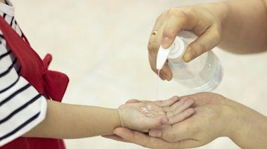 消毒酒精該怎選?兒科醫分享2大挑選關鍵 清潔手部、身體要選這款 | 台灣英文新聞 | 2021-06-15 12:54:00