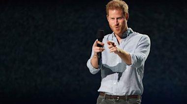 皇室Watcher|哈里在祖父葬禮後首露面 表揚醫護貢獻籲公平分配疫苗 | 蘋果日報