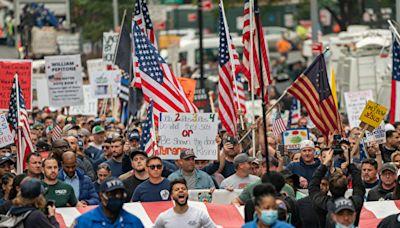 【疫情10.26】紐約市政工人抗議政府疫苗令
