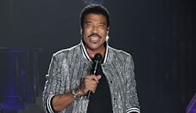 Lionel Richie Proves He's Still The King Of Love Songs With Epic New 'Hello' Tour