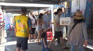 遊客出籠 布袋漁市場假日湧入六千人