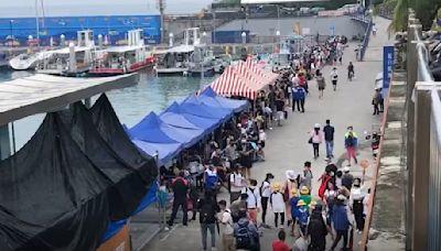 連假尾聲!颱風攪局海象差 小琉球碼頭6千人搶搭船回本島