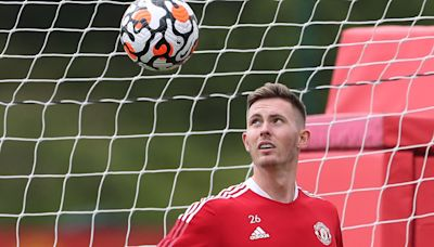 Dean Henderson to miss Manchester United training camp with Covid - opening door for David De Gea