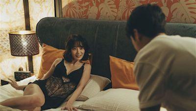 影后全脫了!黑蕾絲內衣炸巨胸揪床戰