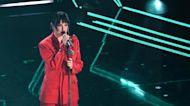 #Sanremo2021, Arisa in smoking rosso: il dettagli che hanno notato in molti