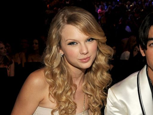 """Joe Jonas Says That Taylor Swift Re-Recording Her Albums is """"Clever"""""""
