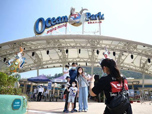海洋公園本年度入場人次跌至140萬 淨虧損逾11億元