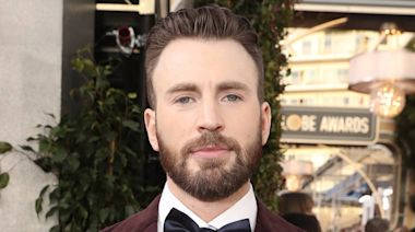 Watch Chris Evans Serenade Fans With His Marvelous Piano Skills