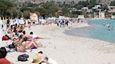 Fact check: Viral photo of beachgoer wearing face mask is altered