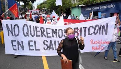 反對比特幣成為法定貨幣!薩爾瓦多抗議者燒毀比特幣ATM機