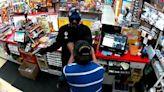 匪徒便利店搶錢 被退伍軍人店員擊斃