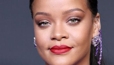 Rihanna's no makeup selfie is proof she ages backwards