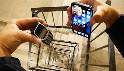 一代神機3310殞落?男實測「20樓摔iPhone」 驚人結果曝 | 新奇 | NOWnews今日新聞